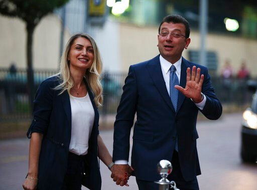 (AP Photo/Emrah Gurel). Istanbul's mayoral candidate Ekrem Imamoglu, candidate of the secular opposition Republican People's Party, or CHP, accompanied by his wife, name not given, arrives for a televised debate with Binali Yildirim, of Turkey's ruling...