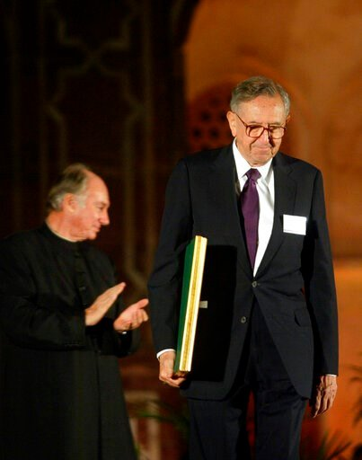 (AP Photo/Manish Swarup). FILE - In this Nov. 27, 2004 file photo, Cesar Pelli of Cesar Pelli and Associates US, right, one of the awardees of the Aga Khan Award for Architecture walks with his award as the Aga Khan, spiritual leader of the Shia Imami ...