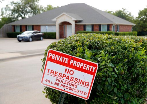 """(AP Photo/Tony Gutierrez). A """"no trespassing"""" sign sits near the entrance of the parking lot for the Whole Woman's Health clinic in Fort Worth, Texas, Wednesday, Sept. 4, 2019. Faced with drives of four hours or more to Fort Worth, Dallas, El Paso or o..."""