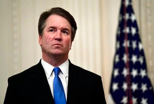 (AP Foto/Susan Walsh, Archivo). ARCHIVO - En esta fotografía del 8 de octubre de 2018, el magistrado de la Corte Suprema de Estados Unidos, Brett Kavanaugh, está de pie durante un evento en la Casa Blanca, en Washington.