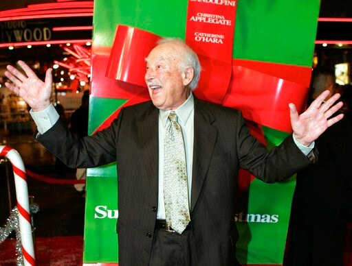 "(AP Photo/Mark J. Terrill, File). FILE - This Oct. 14, 2004 file photo shows actor Bill Macy at the premiere of the movie ""Surviving Christmas,"" in the Hollywood section of Los Angeles. Macy, who starred opposite Bea Arthur in the 1970s sitcom ""Maude,""..."