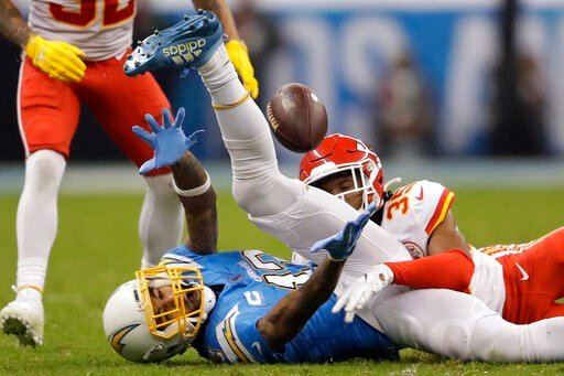 (AP Photo/Marcio Jose Sanchez). Los Angeles Chargers wide receiver Keenan Allen, left, can't make the catch as Kansas City Chiefs cornerback Charvarius Ward, right, defends, during the second half of an NFL football game Monday, Nov. 18, 2019, in Mexic...