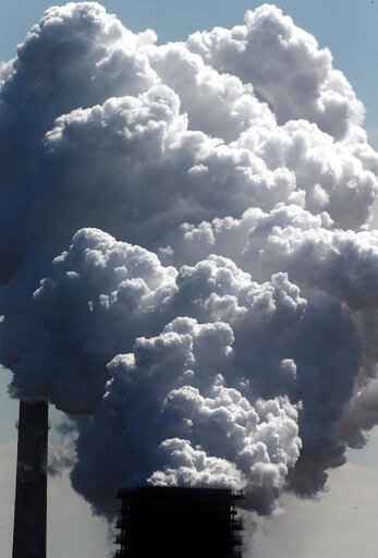 (AP Photo/Frank Augstein). FILE - In this Monday, May 27, 2013 file photo, steam of a furnace pollutes the sky in Duisburg, Germany. Inger Andersen, head of the U.N. Environment Program, says the world needs 'quick wins to reduce emissions as much as p...