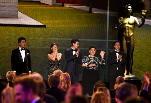 "(AP Photo/Chris Pizzello). CORRECTS TO PARK SO DAM, NOT CHO YEO-JEONG - Kang-Ho Song, from left, Park So Dam, Choi Woo-shik, Lee Jeong-eun, and Lee Sun Gyun introduce a clip from ""Parasite at the 26th annual Screen Actors Guild Awards at the Shrine Aud..."