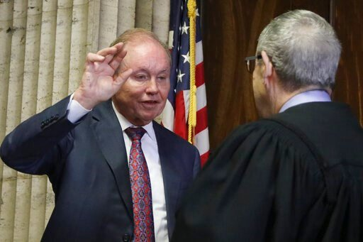 (Antonio Perez/Chicago Tribune via AP, Pool, File). FILE - In this Aug. 23, 2019, file photo, former U.S. Attorney Dan Webb takes the oath of special prosecutor before Judge Michael Toomin during a status hearing concerning actor Jussie Smollett at the...