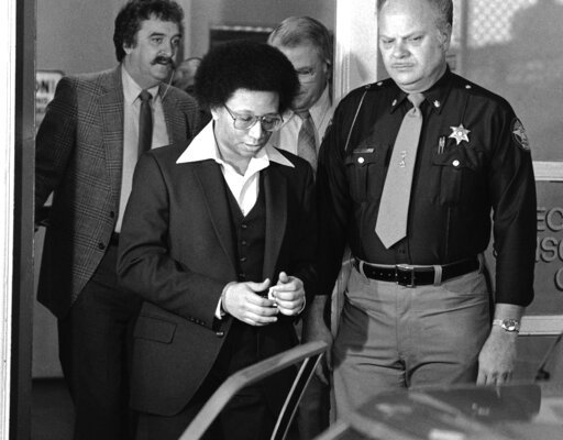 (AP Photo/Gary Gardiner, File). FILE - This Feb. 23, 1982 file photo shows Wayne B. Williams leaving the Fulton County Jail in Atlanta to go to court where he will continue testifying in his trial on charges of killing two black children in Atlanta. Wi...