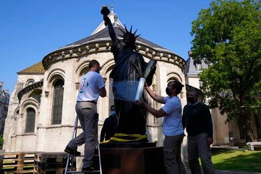 Mini Lady Liberty statue heads to US for July 4 celebrations - WBOC TV